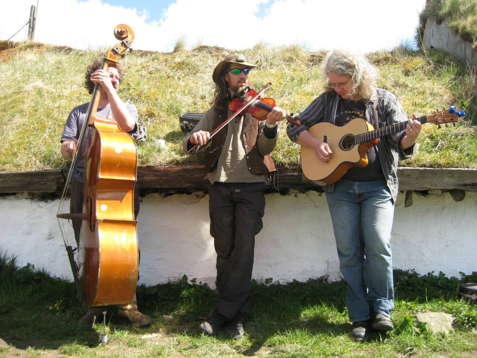 Bass, Guitars and Fiddle in the middle